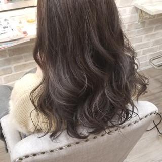 ラベンダーアッシュ グレージュ セミロング フェミニン ヘアスタイルや髪型の写真・画像