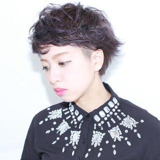 外国人風 ショート アッシュ 暗髪 ヘアスタイルや髪型の写真・画像