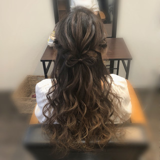 ロング リボン ハーフアップ 編み込み ヘアスタイルや髪型の写真・画像