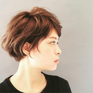 ショート レイヤーカット ボブ 耳かけ ヘアスタイルや髪型の写真・画像