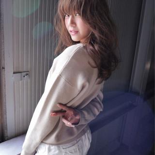 ヌーディベージュ ハイライト 大人女子 セミロング ヘアスタイルや髪型の写真・画像