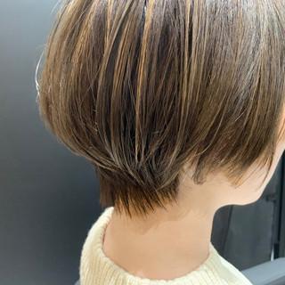 ナチュラル ミニボブ 耳かけ ショートボブ ヘアスタイルや髪型の写真・画像