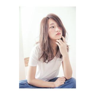 外国人風 セミロング ナチュラル 前髪あり ヘアスタイルや髪型の写真・画像 ヘアスタイルや髪型の写真・画像