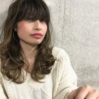 アッシュ 外国人風カラー グラデーションカラー モード ヘアスタイルや髪型の写真・画像