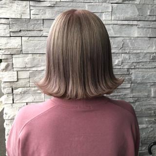 ガーリー ボブ ミルクティーベージュ ダブルカラー ヘアスタイルや髪型の写真・画像 ヘアスタイルや髪型の写真・画像