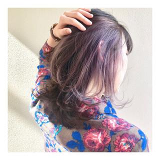 フェミニン インナーカラー デザインカラー インナーピンク ヘアスタイルや髪型の写真・画像