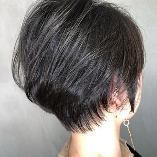 小顔ショート オフィス ハンサムショート ショートボブ ヘアスタイルや髪型の写真・画像