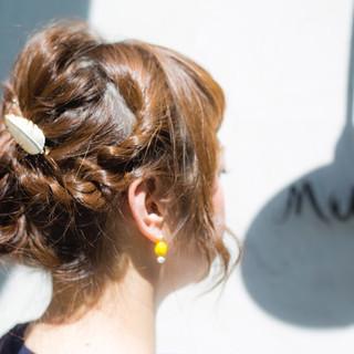 簡単ヘアアレンジ ロング パーマ 大人かわいい ヘアスタイルや髪型の写真・画像 ヘアスタイルや髪型の写真・画像