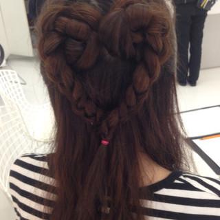 ヘアアレンジ 編み込み かわいい セミロング ヘアスタイルや髪型の写真・画像