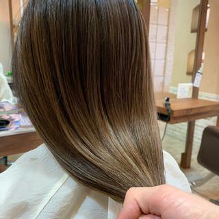 大人ハイライト ブリーチ バレイヤージュ ハイライト ヘアスタイルや髪型の写真・画像