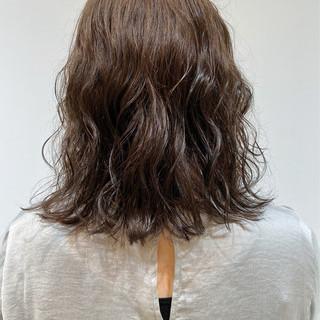 暗髪 くせ毛 ミディアム モード ヘアスタイルや髪型の写真・画像