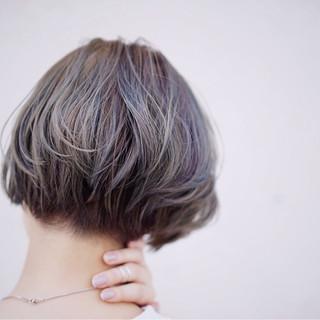 ダブルカラー 切りっぱなし ショート ボブ ヘアスタイルや髪型の写真・画像