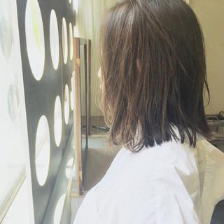 外国人風カラー アンニュイ ミディアム アッシュ ヘアスタイルや髪型の写真・画像