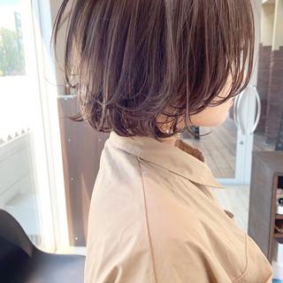 外国人風カラー ミルクティーベージュ 透明感カラー ショート ヘアスタイルや髪型の写真・画像