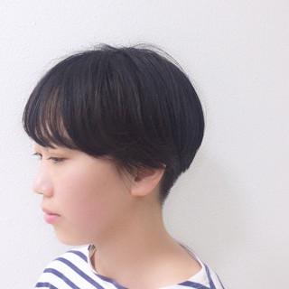 マッシュ 刈り上げ ナチュラル 黒髪 ヘアスタイルや髪型の写真・画像