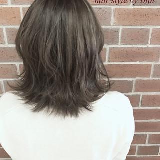 色気 ミルクティー ナチュラル ハイライト ヘアスタイルや髪型の写真・画像