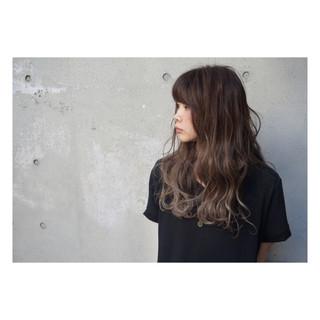 アッシュ くせ毛風 外国人風 ロング ヘアスタイルや髪型の写真・画像