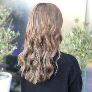 グレージュ 女子力 ロング 上品 ヘアスタイルや髪型の写真・画像
