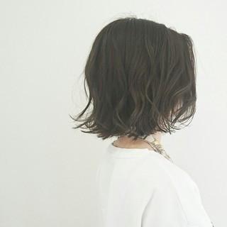 大人かわいい ボブ 外ハネ アッシュグレージュ ヘアスタイルや髪型の写真・画像