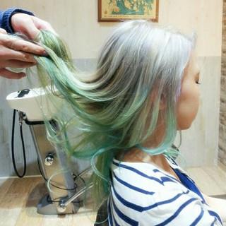 インナーカラー グラデーションカラー ブリーチ グリーン ヘアスタイルや髪型の写真・画像 ヘアスタイルや髪型の写真・画像