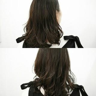ふわふわ ミディアム ニュアンス アッシュ ヘアスタイルや髪型の写真・画像