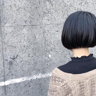 ショートボブ ナチュラル 切りっぱなし ミニボブ ヘアスタイルや髪型の写真・画像