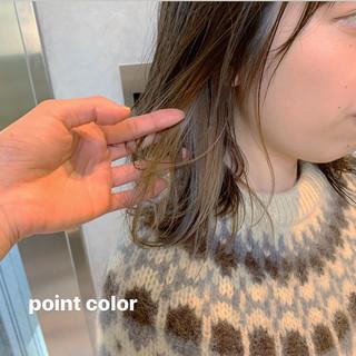 ナチュラル ミディアム ウルフカット インナーカラー ヘアスタイルや髪型の写真・画像