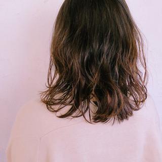 ゆるふわパーマ パーマ 簡単スタイリング ゆるふわ ヘアスタイルや髪型の写真・画像