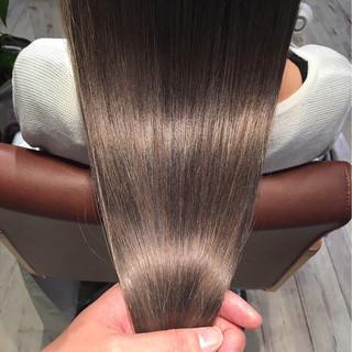 アッシュグレージュ グレージュ ロング 艶髪 ヘアスタイルや髪型の写真・画像