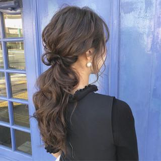 ポニーテール ロング デート フェミニン ヘアスタイルや髪型の写真・画像