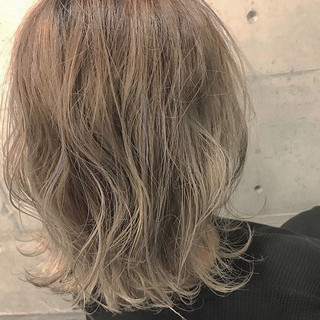 コテ巻き ガーリー アッシュベージュ ボブ ヘアスタイルや髪型の写真・画像