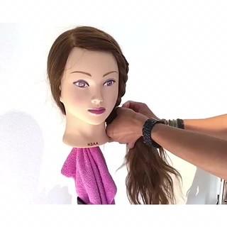 雨の日 フェミニン ヘアアレンジ オフィス ヘアスタイルや髪型の写真・画像