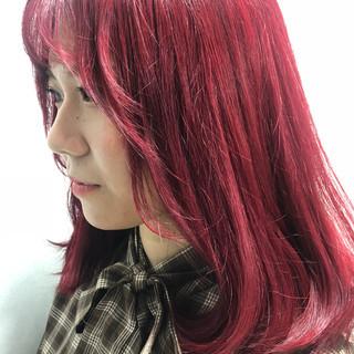 ハイトーン レッド ミディアム ダブルカラー ヘアスタイルや髪型の写真・画像