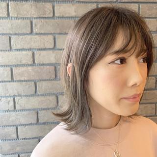 アンニュイほつれヘア グレージュ ハイライト ミディアム ヘアスタイルや髪型の写真・画像