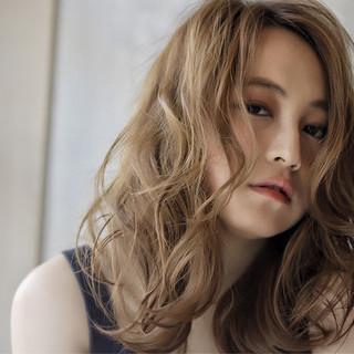 パーマ ゆるふわ 外国人風 抜け感 ヘアスタイルや髪型の写真・画像