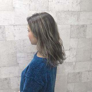 セミロング ブリーチ 上品 エレガント ヘアスタイルや髪型の写真・画像