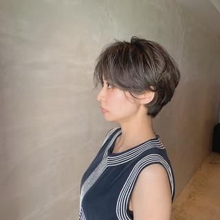 グレージュ ナチュラル ハイライト ショート ヘアスタイルや髪型の写真・画像