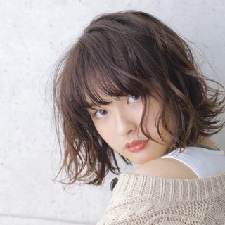 ブラウン ショートヘア ナチュラル ショートボブ ヘアスタイルや髪型の写真・画像