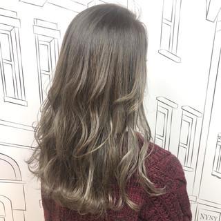 外国人風 セミロング 3Dハイライト ハイライト ヘアスタイルや髪型の写真・画像 ヘアスタイルや髪型の写真・画像