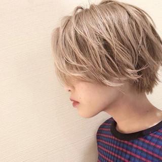 アッシュ 外国人風 ブリーチ ショート ヘアスタイルや髪型の写真・画像