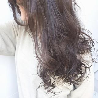 ロング 外国人風 ゆるふわ 暗髪 ヘアスタイルや髪型の写真・画像