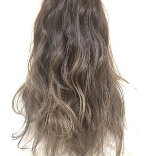 ロング アッシュ ハイライト 外国人風 ヘアスタイルや髪型の写真・画像 ヘアスタイルや髪型の写真・画像