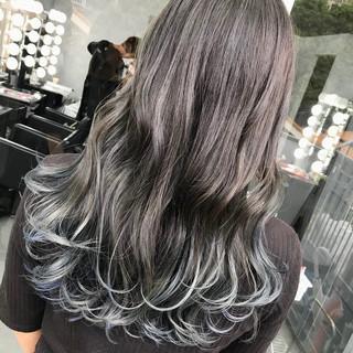 ロング ブルーブラック アッシュグレージュ モード ヘアスタイルや髪型の写真・画像