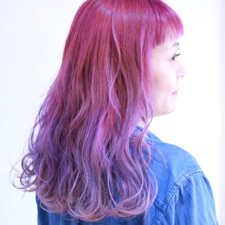 ピンク セミロング フェミニン 波ウェーブ ヘアスタイルや髪型の写真・画像