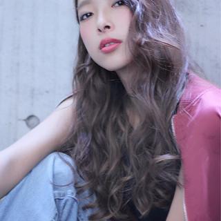 外国人風 ベリーピンク ウェーブ おフェロ ヘアスタイルや髪型の写真・画像