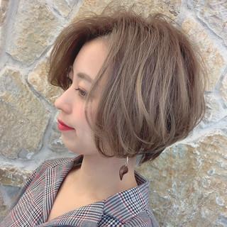 大人ハイライト ショートボブ ナチュラル ショートヘア ヘアスタイルや髪型の写真・画像