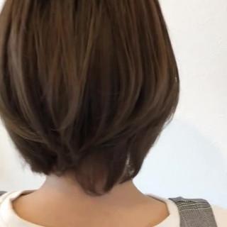 イルミナカラー ショート カーキ フェミニン ヘアスタイルや髪型の写真・画像