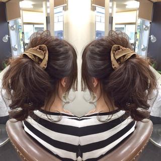 前髪編み込みなどポニーテールにひと工夫でこなれヘアに大変身♡