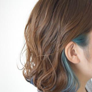 フェミニン ハイライト インナーカラー 外ハネボブ ヘアスタイルや髪型の写真・画像