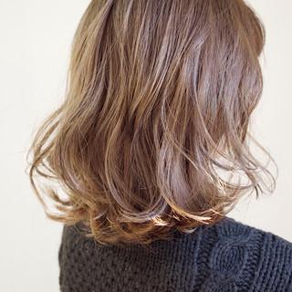 ミディアムヘアー ミルクティー ボブヘアー ミルクティーベージュ ヘアスタイルや髪型の写真・画像